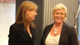 <p><b>MØTE:</b> Siv Jensen (Frp) møtte en rekke fremtredende norske økonomer i går. Her sammen med Karen Helene Ulltveit-Moe.</p>