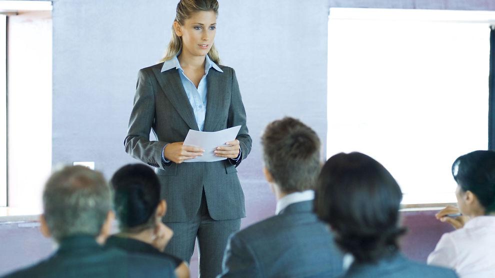 <p><b>TJENER MINDRE:</b> Ifølge en ny rapport tjener kvinnelige mellomledere mindre enn menn.<br/></p>
