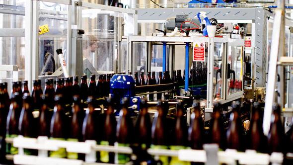 <p><b>KLIRR KLIRR:</b> I fjor investerte Haandbryggeriet fem millioner kroner i et nytt tappe og flaskeanlegg.</p>