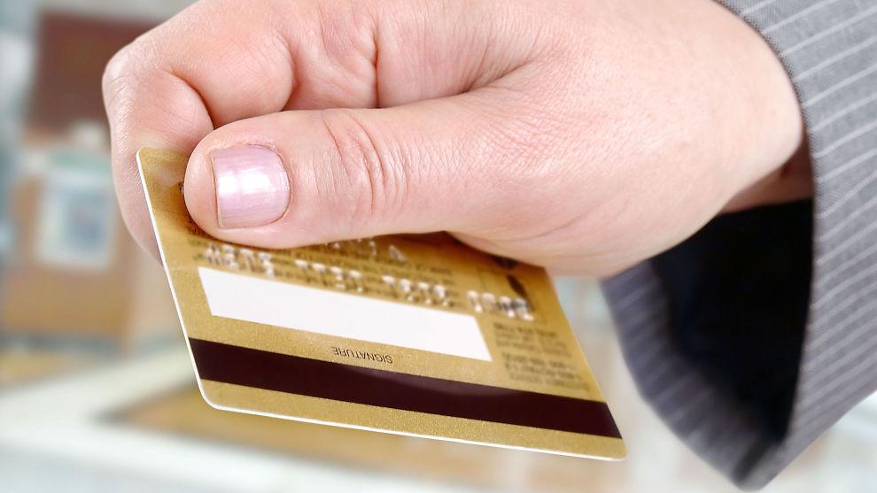 <p><b>Fordeler.</b> Det er mange grunner til å benytte kredittkort i stedet for debetkort, så lenge du betaler tilbake i tide.<br/></p>