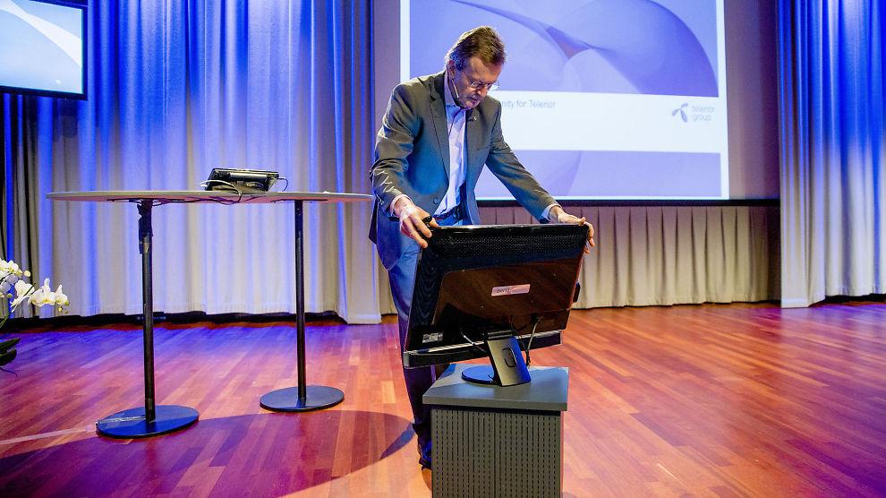 <p><b>FLAGGER UT:</b> Telenor og konsernsjef Jon Fredrik Baksaas selger seg helt ut av eierandelen i C More. Bonnier kjøper aksjeposten på 35 prosent.<br/></p>