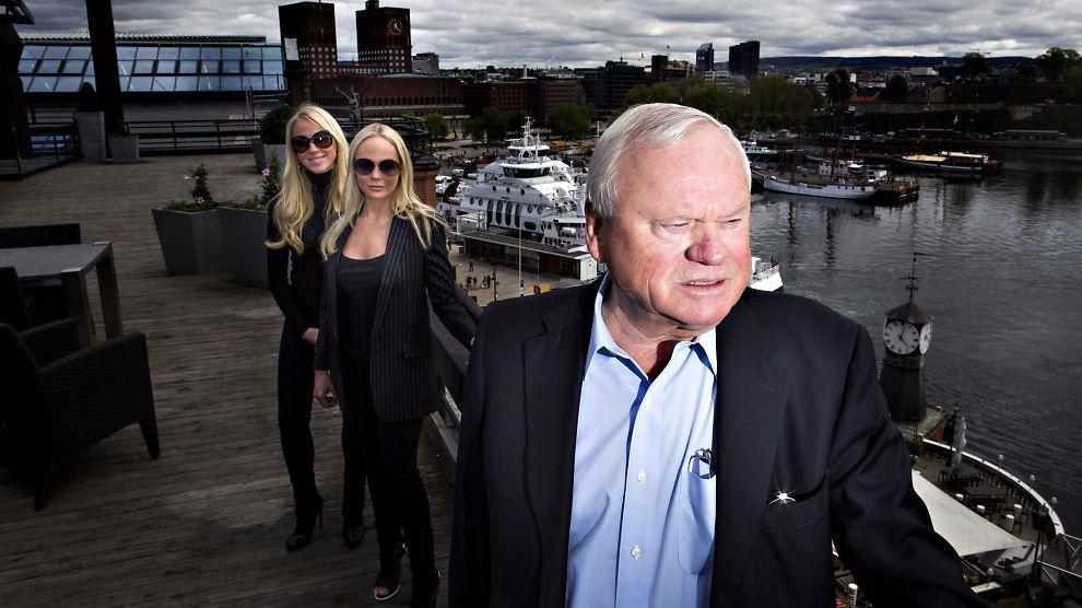 <p><b>KONTROLLERER SEADRILL:</b> John Fredriksen kontrollerer sammen med døtrene Kathrine Astrup Fredriksen (bak) og Cecilie Astrup Fredriksen aksjemajoriteten i Seadrill.</p>