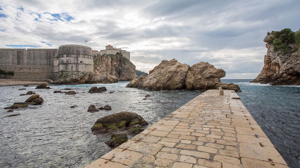 <p><b>TURISTER TIL KROATIAS KING'S LANDING:</b> Bildet viser en legendarisk scene fra det fiktive stedet King's Landing. Den gamle havnen i Dubrovnik brukes som havnen i serien.<br/></p>