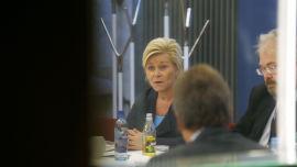 <p>MØTE: Finansminister Siv Jensen (Frp) hadde statssekretær Jon Gunnar Pedersen (Høyre) under et møte med finansnæringen i Finansdepartementet i fjor høst. Pedersen har permisjon fra Arctic Securities mens han jobber for Jensen.<br/></p>