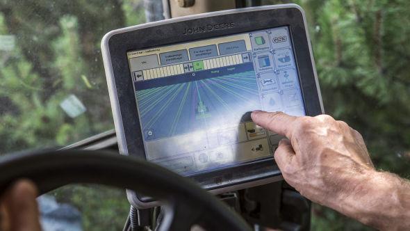 <p><b>GPS-KONTROLL:</b> Romsaas har oppgradert sine gamle maskiner med den nyeste teknologien.</p>