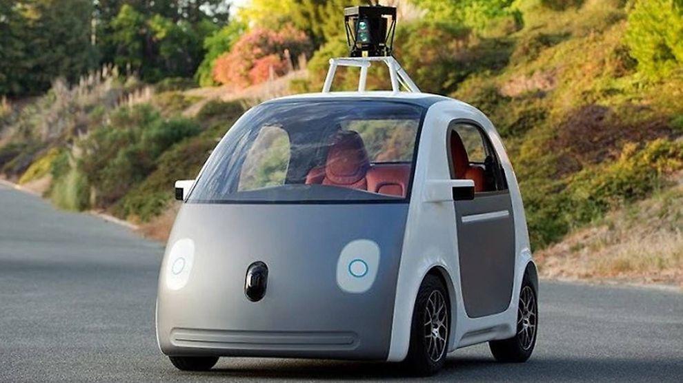 <p>Førerløse biler, som denne fra Google, er tillatt i England fra og med årsskiftet.</p>