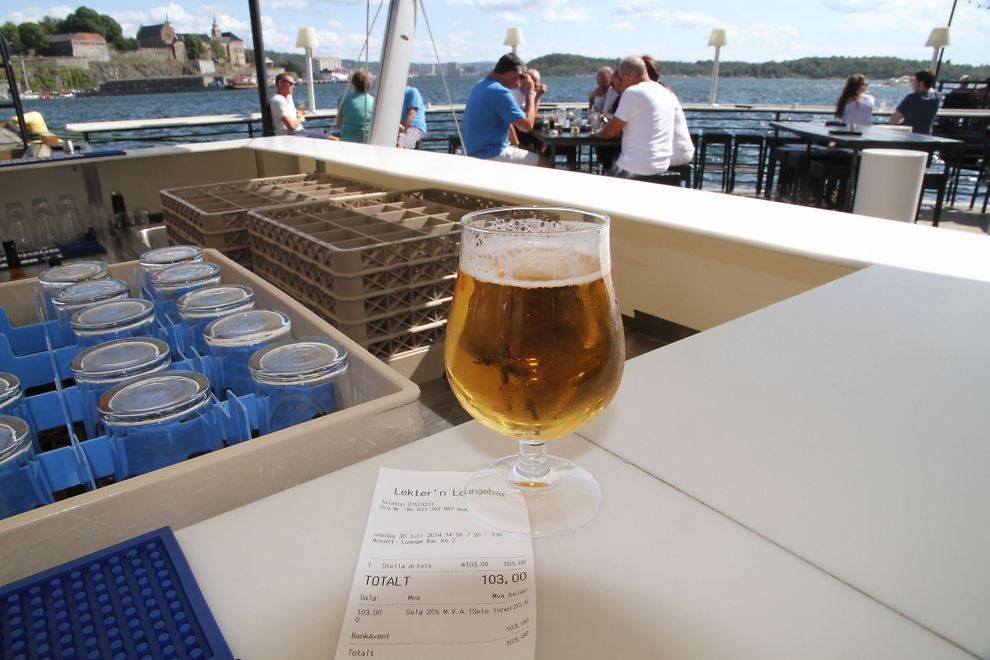 <p><b>EDLE DRÅPER</b>: En 0,33-liters flaske med Stella-pils koster 103 kroner hos Lekter'n på Aker Brygge i Oslo. Det gir en literspris på svimlende 312 kroner.<br/></p>