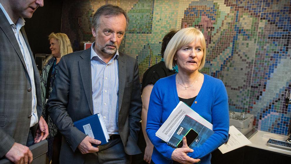<p><b>I KONFLIKT:</b> Forhandlingsleder i Unio Ragnhild Lied (t.h.) og leder for KS, Per Kristian Sundnes har ikke klart å bli enige om en ny arbeidstidsavtale for norske lærere. Fra mandag trappes streiken opp. Arkivbilde.<br/></p>