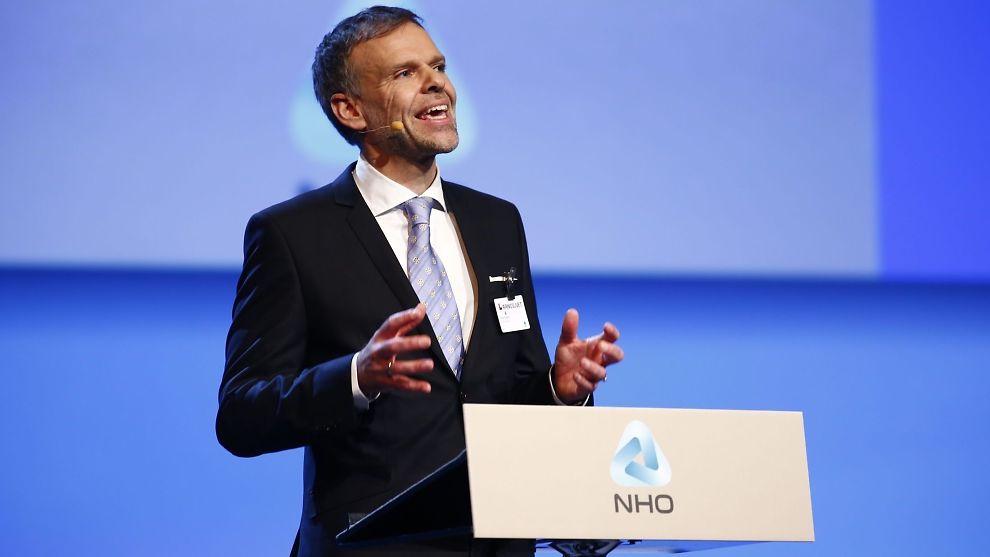 <p><b>SINT:</b> NHO president Tore Ulstein mener Høyre og Frp må halvere formueskatten i statsbudsjettet som legges frem om kort tid.<br/></p>