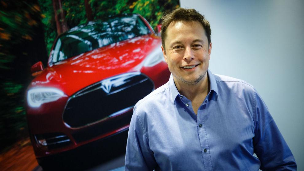 <p><b>FIREHJULSTREKK KOMMER:</b> Neste år kommer Tesla-sjef Elon Musk med den elektriske SUV'en Model X. Det kommer også firehjulstrekk på Model S, men Musk vil ikke si når.<br/></p>