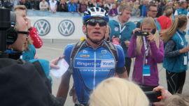 <p><b>LETTET:</b> Frederik Wilmann var overrasket og sliten da han kom i mål som førstemann etter Åsmund Løvik syklet ut av stadion.<br/></p>