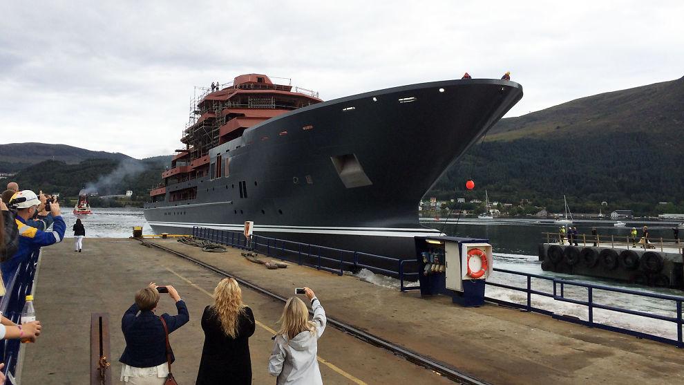 <p><b>FOR FØRSTE GANG:</b> Yachten på 107 meter kjente sjøvann under baugen for første gang da den ble sjøsatt fra beddingen på Kleven Verft lørdag.<br/></p>