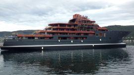 <p><b>RUVER:</b> Det er ikke mange fritidsbåter som når opp til den 107 meter lange yachten som ble sjøsatt lørdag.<br/></p>