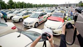 <p><b>FORBUDT</b>: I Tyskland har Uber vekket harme hos taxinæringen. Nå har en domstol i Frankfurt lagt ned forbud mot Uber i hele Tyskland. Bildet er fra en protest mot selskapet i Berlin i sommer.</p>