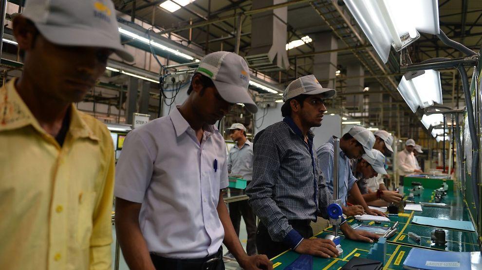 <p><b>DÅRLIGE FORHOLD:</b> Ifølge Initiativ for etisk handel er innkjøperne en stor årsak til at arbeiderne i utviklingsland sliter. Illustrasjonsbilde fra fabrikk i India.<br/></p>