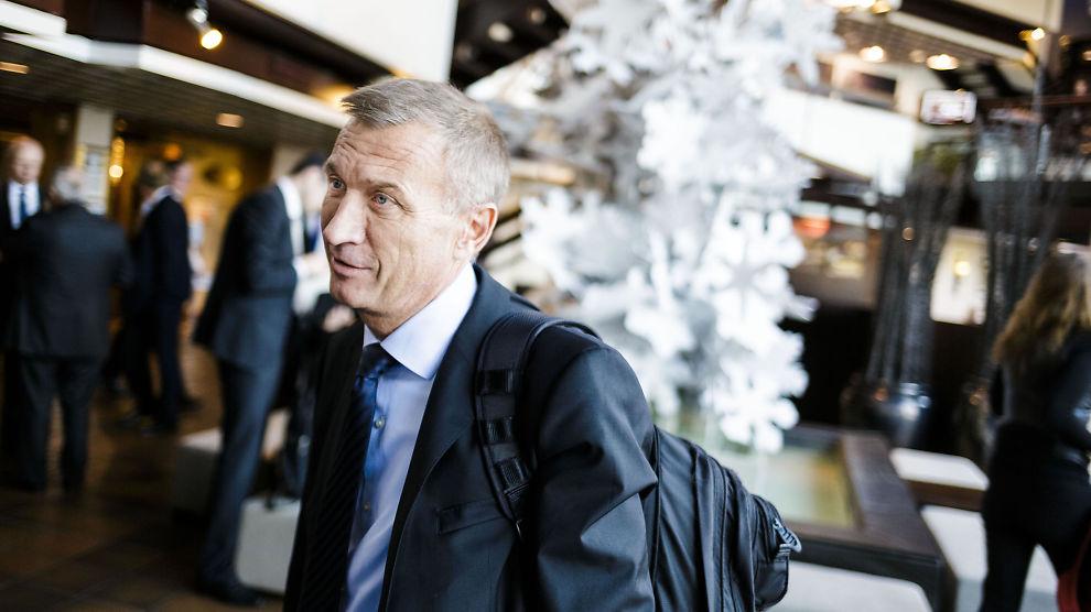 <p><b>UTFORDRENDE TIDER:</b> PGS-sjef Jon Erik Reinhardsen på vei inn til Paretos olje- og offshorekonferanse.<br/></p>