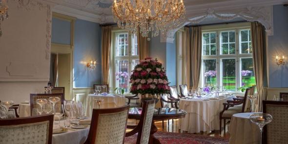 <p><b>STATHOLDERGAARDEN:</b> Restauranten har plass til opptil 70 gjester, blant annet i ærverdige Cleopatra Salen.</p>
