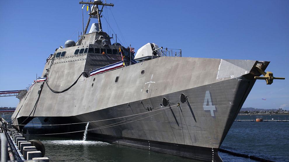 <p><b>VIL PRØVE NORSK:</b> Den amerikanske marinens trimaran USS Coronado skal nå prøveskyte Kongsberg Gruppens missil Naval Strike Missile. Her er skipet avbildet i navnebyen sin i California i april.</p>