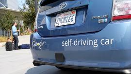 <p><b>Google:</b> IT- giganten har skaffet seg 25 lisenser til å teste førerløse biler i California.</p>