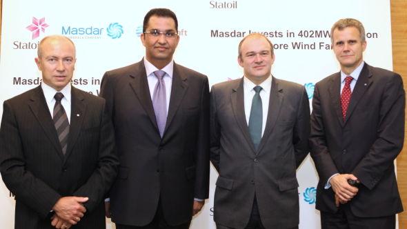 <p><b>SKAL BYGGE UT VINDKRAFT (fra venstre):</b> Christian Rynning Tønnesen - sjef i Statkraft, Sultan Ahmad Al Jaber - styreleder i Masdar, Ed Davey minister for energi og klimaendringer i Storbritannia, og Statoil-sjef Helge Lund.<br/></p>
