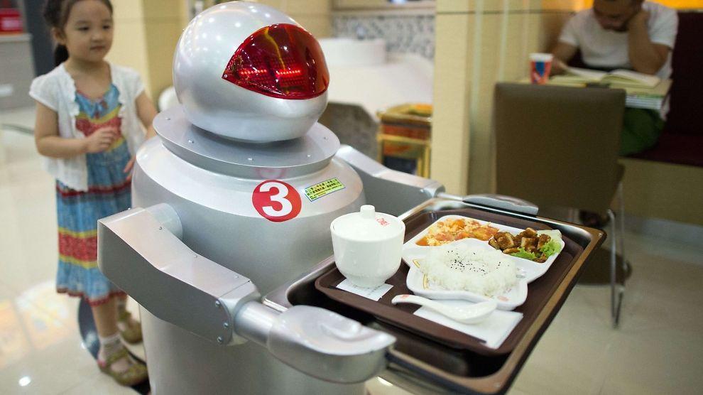 <p><b>DIGITALT HODE:</b> Roboter både lager og server maten på denne restauranten i Kunshan i Kina. E24 har i en serie artikler tatt et granskende blikk på hvordan teknologien er i ferd med å forandre arbeidslivet.<br/></p>