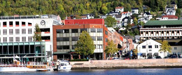 <p><b>DRAMMEN-BASERT:</b> Nofas holder til i Drammen sentrum (bygget med rødt tak). Her har de rundt 40 ansatte tre etasjer å fordele seg på.<br/></p>