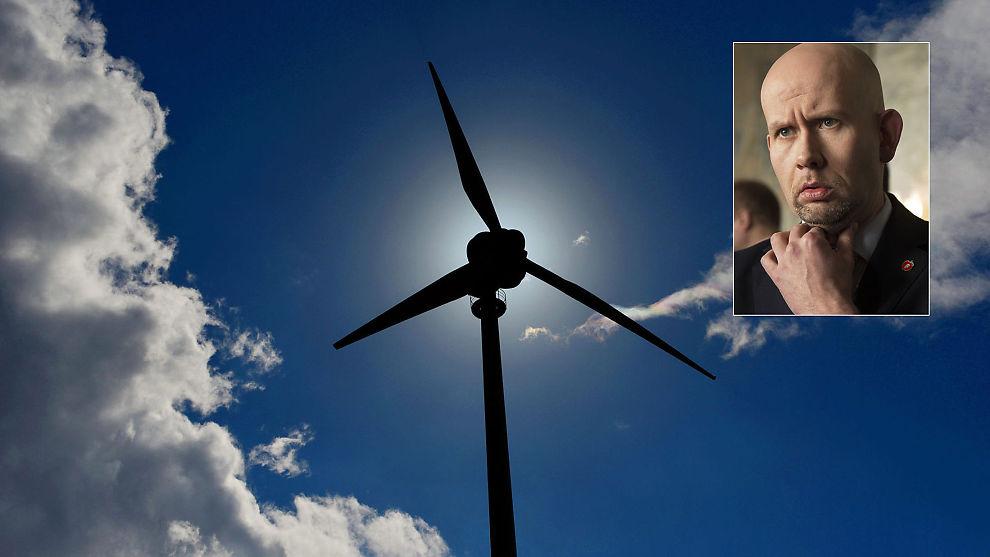 <p><b>SOLSKINNSDAG:</b> Stiftelsen Zero sparer ikke på godordene om olje- og energiminister Tord Lien og regjeringens nye skatteregler for vindkraften.</p>