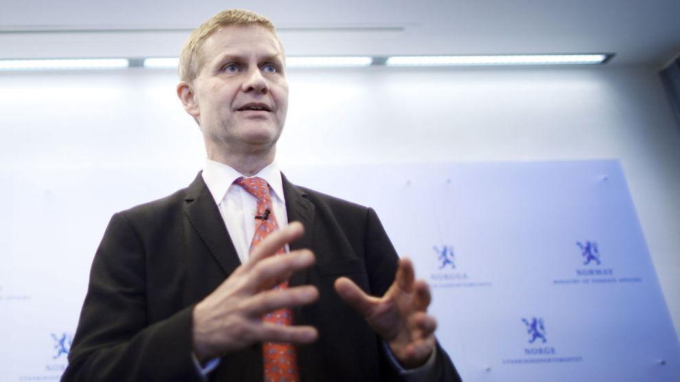 <p><b>FREDSPRIS:</b> Erik Solheim da han holdt pressekonferanse i forbindelse med sin avgang som miljø- og utviklingsminister</p>
