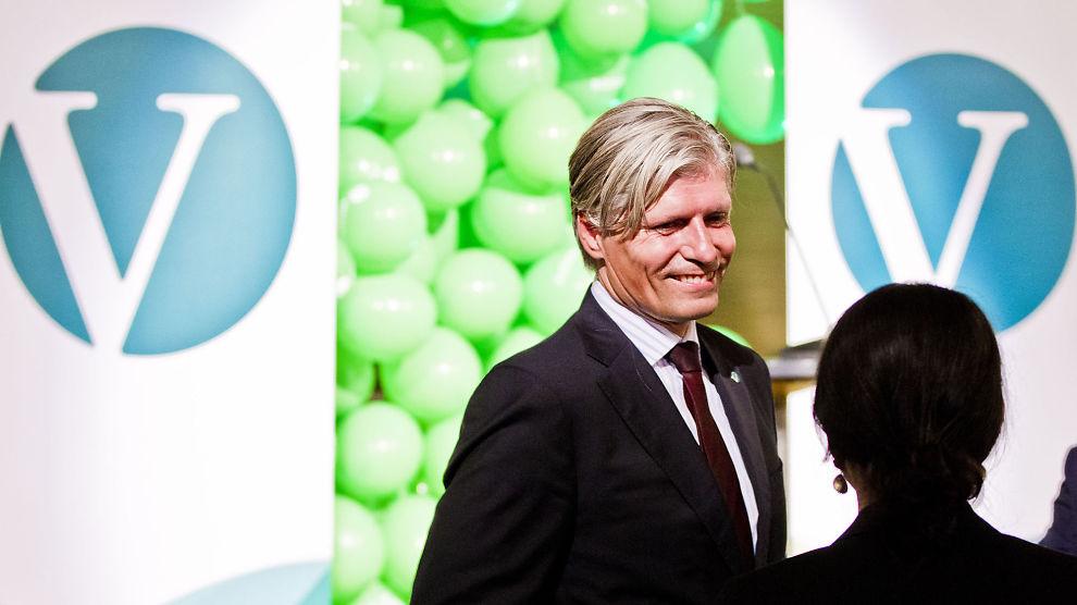 <p><b>GRØNNVASK AV BUDSJETT:</b> - Helt nødvendig for Venstre å grønnvaske det blåblå budsjettforslaget, sier partiets nestleder og klimapolitiske talsmann Ola Elvestuen. Her er han fotografert under valgvaken 2013.<br/></p>