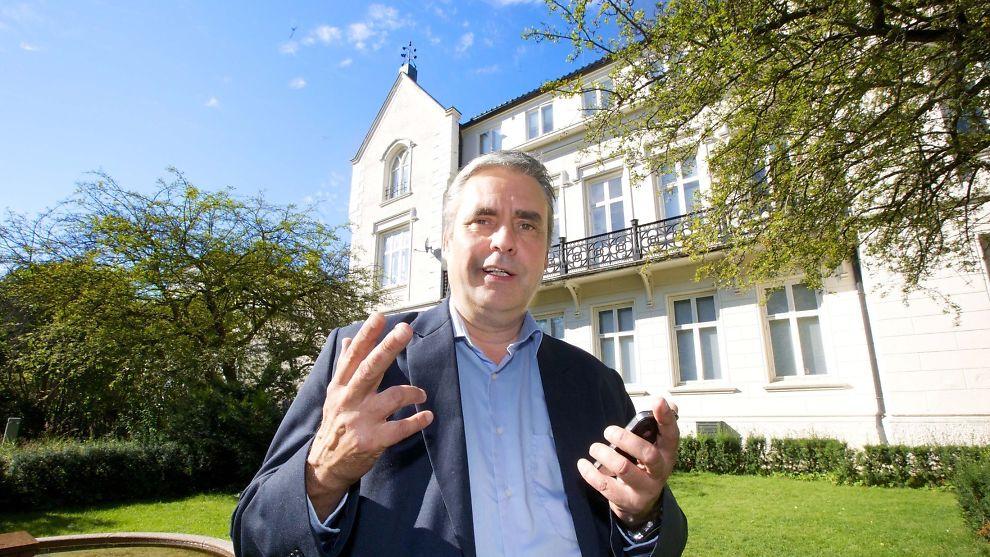 <p><b>OVER OG UT:</b> Gründernes Hus i Oslo må nå stenge dørene. Bildet viser selskapets daglige leder og eier, Odd Moe.<br/></p>