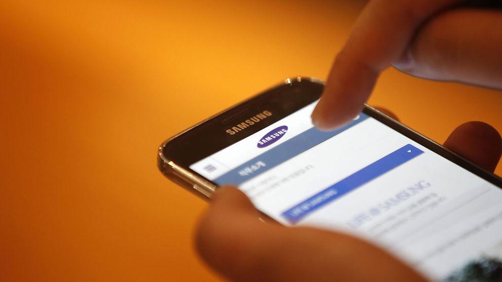 <p><b>MOBILSHOPPING:</b> Stadig flere handler på mobil, ifølge betalingselskapet Klarna og Elkjøp.<br/></p>