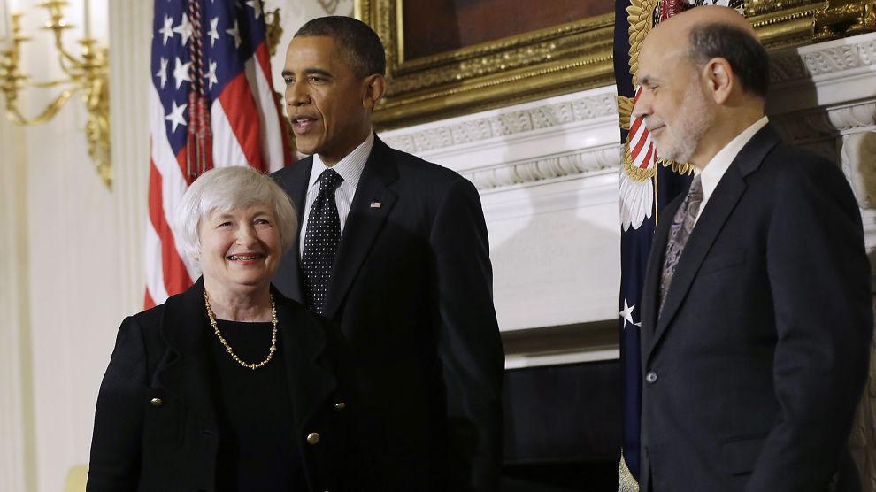 <p><b>MYE PENGER:</b> Den amerikanske sentralbanken har pøst penger inn i markedet for å få i gang hjulene i amerkansk økonomi. Bildet viser sentralbanksjef Janet Yellen, president Barack Obama og tidligere sentralbanksjef Ben Bernanke.<br/></p>