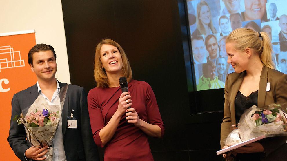 <p><b>BREDE SMIL:</b> Konserndirektør for bedriftsmarked i Sparebanken Vest, Ragnhild Janbu Fresvik (i midten), nådde øverst i årets Ledertalentene-kåring. her flankert av nummer to Morten Borge (Ferd) og nummer tre i kåringen, Anne Vabø (Telenor).</p>
