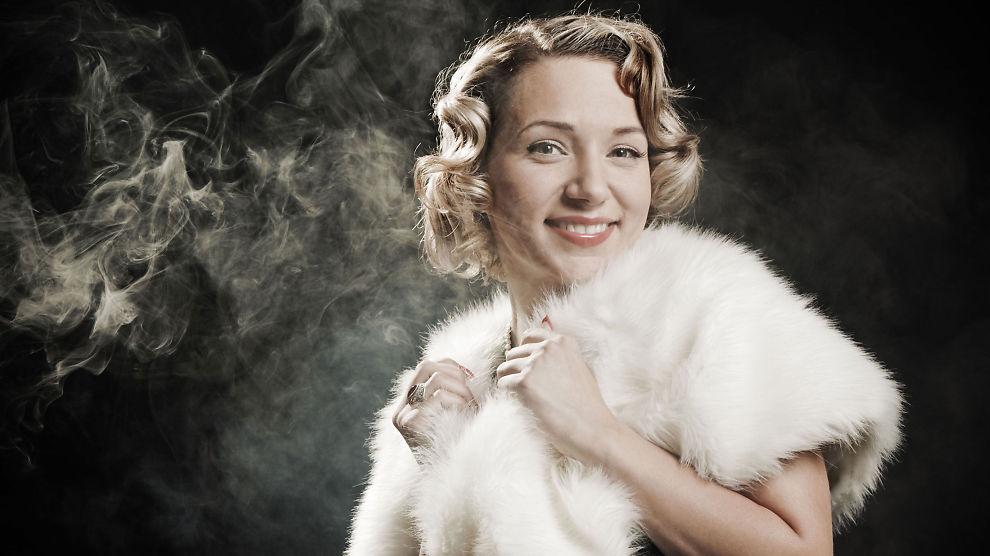 <p><b>ROADKILL-PELS:</b> Pamela Paquin fra New England lager pels fra påkjørte dyr. Hun tjener over 1000 dollar stykket på sine kreasjoner.</p>