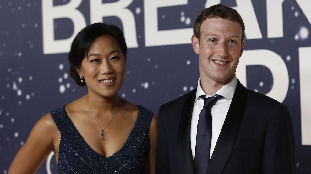 <p><b>FIKK FETERE LOMMEBOK:</b> Facebook-gründer Mark Zuckerberg med hans kone og tidligere medstudent ved Harvard, Priscilla Chan.</p>