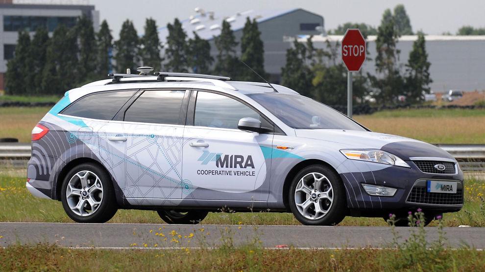 <p><b>PRØVEKJØRING:</b> Biler som kan kjøre og parkere selv ved hjels av kameraer og sensorer skal testkjøres i tre britiske prosjekter i 2015.<br/></p>