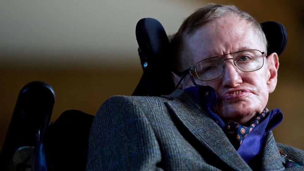 <p><b>ADVARER:</b> Den britiske fysikeren og matematikeren Stephen Hawking er en av ekspertene som advarer mot kunstig intelligens.</p>