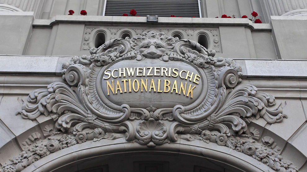 <p><b>FJERNER GULV:</b> Den sveitsiske sentralbakens hovedkontor.</p>