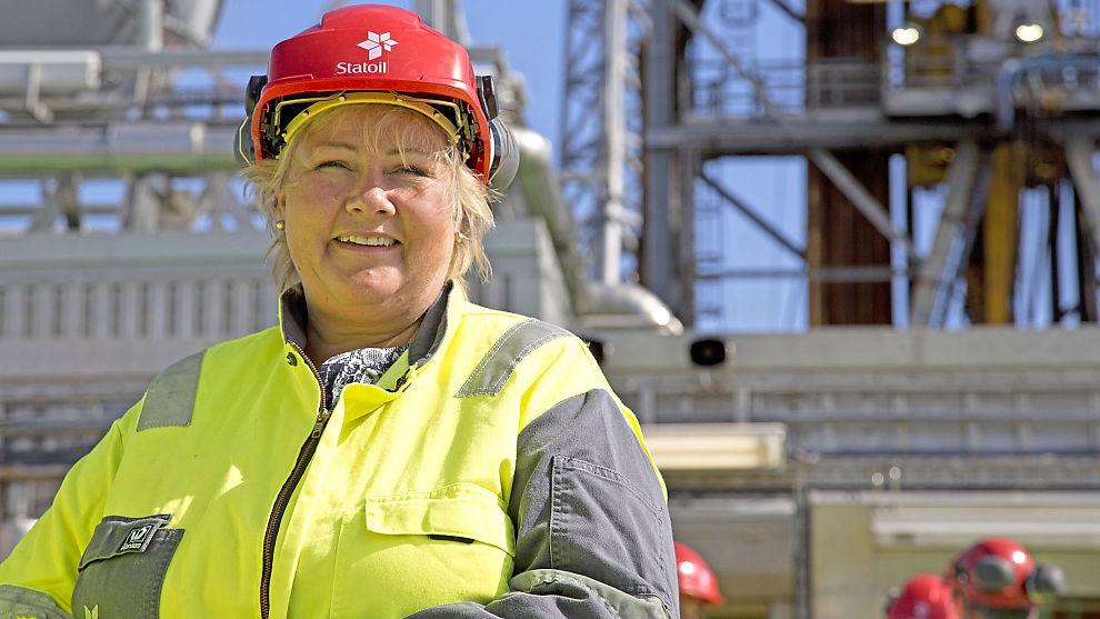 <p><b>FÅR KRITIKK:</b> Statsminister Erna Solberg får kritikk av foreningen Norsk olje og gass. Her er statsministeren avbildet på Gudrun-plattformen i nordsjøen.</p>