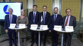 <p>Danmarks økonomiminister Morten Östergaard nummer to fra høyre.<br/></p>