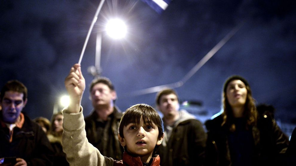<p><b>STØTTER REGJERINGEN:</b> Forrige uke viste flere tusen grekere sin støtte til landets nye regjeringen. Mange mener regjeringen beskytter Hellas' interesser ved å forhandle om landets gjeld.<br/></p>