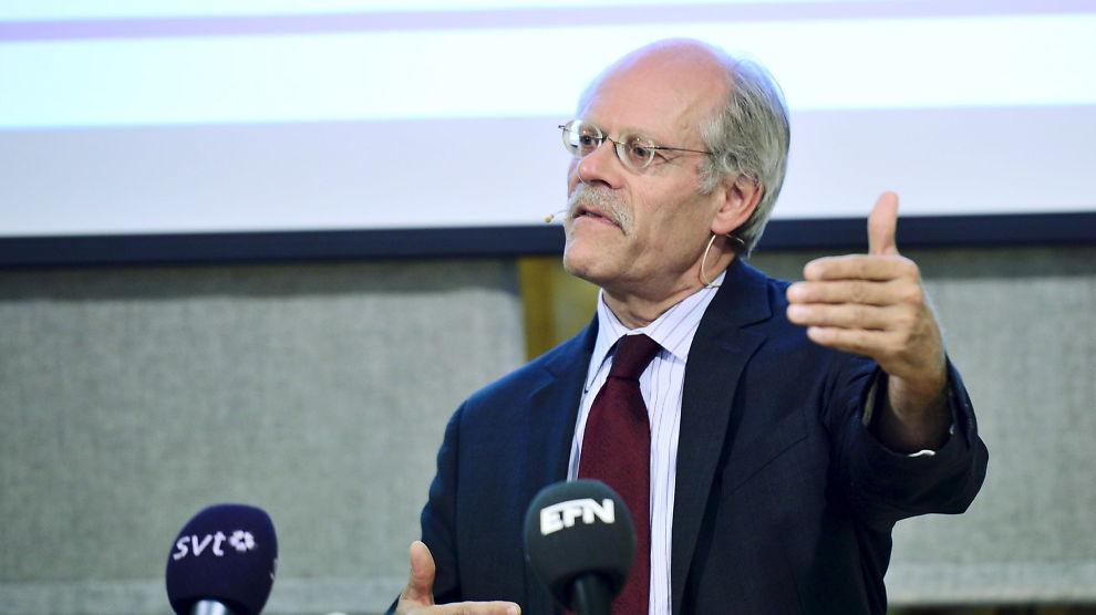 <p><b>HIT, MEN IKKE LENGER:</b> Den svenske sentralbanksjefen Stefan Ingves kutter styringsrenten med 0,1 prosentpoeng. Bildet er hentet fra en tidligere pressekonferanse.</p>