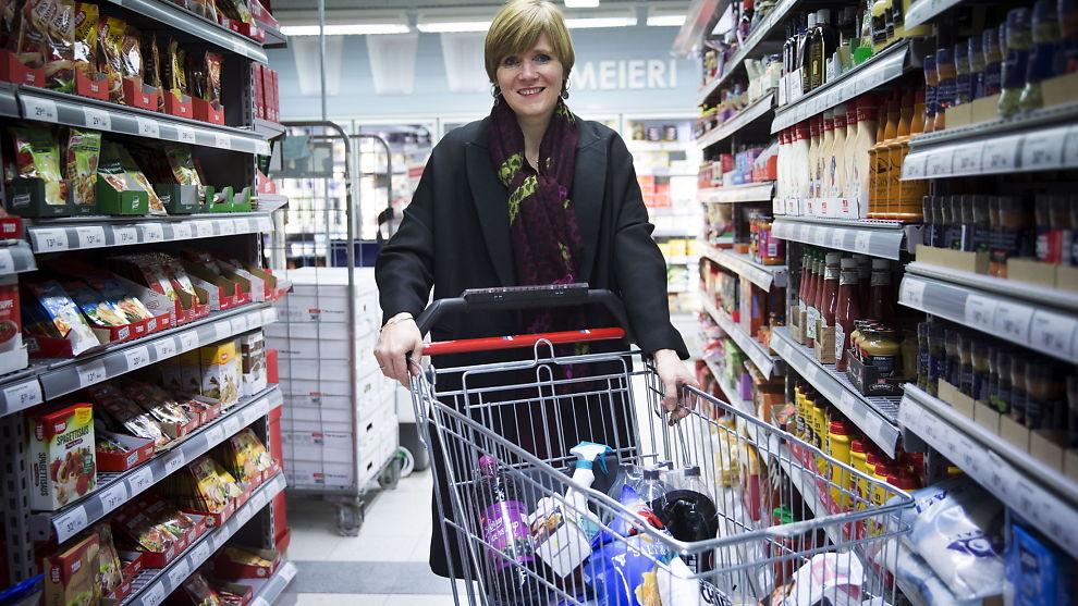 <p><b>DET DREIER SEG OM DIN MAT:</b> Direktør Christine B. Meyer i Konkurransetilsynet er veldig klar på at det er for liten konkurranse om dine dagligvareinnkjøp.<br/></p>