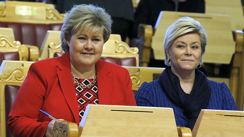 <p><b>FALLER:</b> Høyre og Frp fallerpå meningsmåling. Statsminister Erna Solberg (H) og finansminister Siv Jensen (Frp) her under finansdebatt på Stortinget i januar.</p>