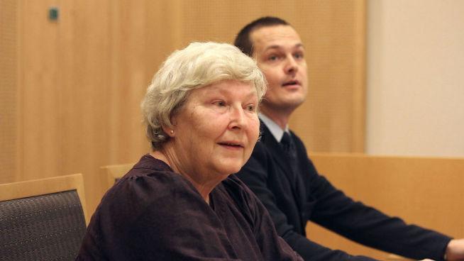 <p><b>TAPTE:</b> Tone Melvær (69) sitter med sin advokat Sigurd Vestrheim i tingretten i januar 2014. Saken ble avvist grunnet «manglende rettslig interesse», men Tone anket.</p>
