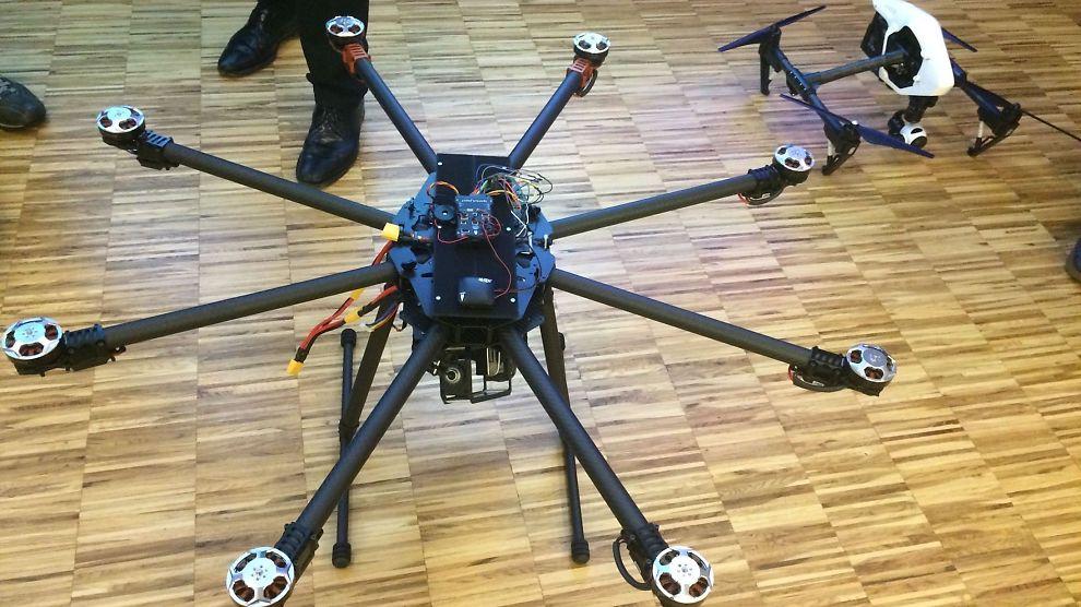 <p><b>STRØM-DRONER:</b> eSmart vil effektivisere vedlikehold av strømmaster og -linjer med disse dronene.</p>
