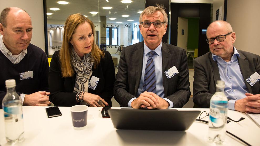 <p><b>SISTE FINISH:</b> Innovasjonsgruppen legger siste hånd på presentasjonen av sitt forslag til en mer produktiv fremtid. Fra venstre: Tor W. Andreassen, Mathilde Fasting, Terje Osmundsen, Bjørn Asheim.</p>