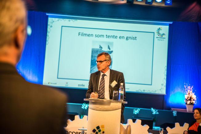 <p><b>PRESENTASJON</b>: Terje Osmundsen presenterer gruppens fremtidsvisjoner</p>