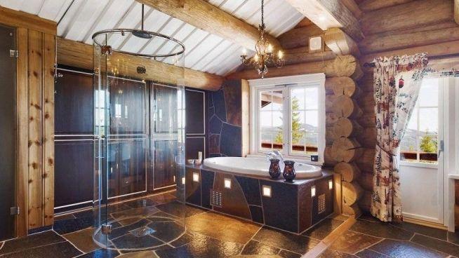 <p><b>TREDJEPLASSEN</b>: Sylinderformet dusj på badet er noe av det som venter om du har 22,5 millioner kroner til denne Trysil-perlen.<br/></p>