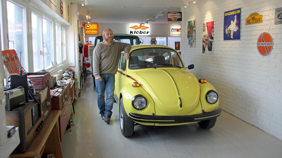 <p><b>NYE KLASSIKERE:</b> Bård Risan, mannen bak Rud Vintage Garage, satser på nyere klassikere, i oppnåelig prisklasse. Som denne Bobla fra 1973, i spesialversjonen «Sports bug», den ble nylig solgt for 80.000 kroner.</p>
